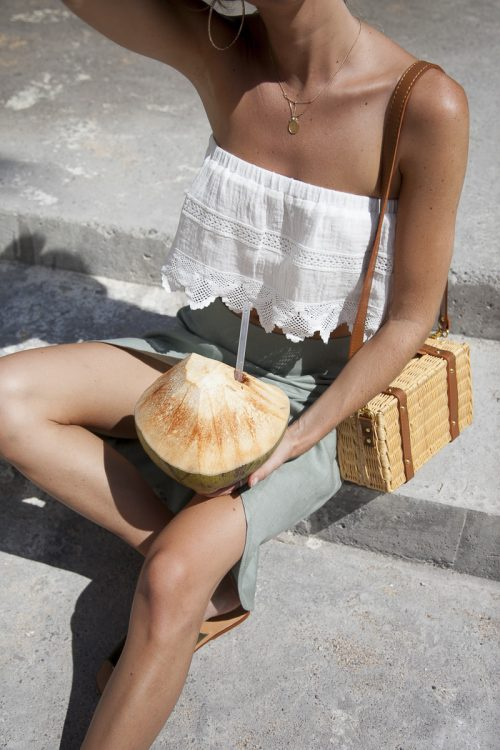 in-positano-italy-on-summer-vacation-outfit-inso-by-Palm-Collective-amalfi-dress-code linen skirt