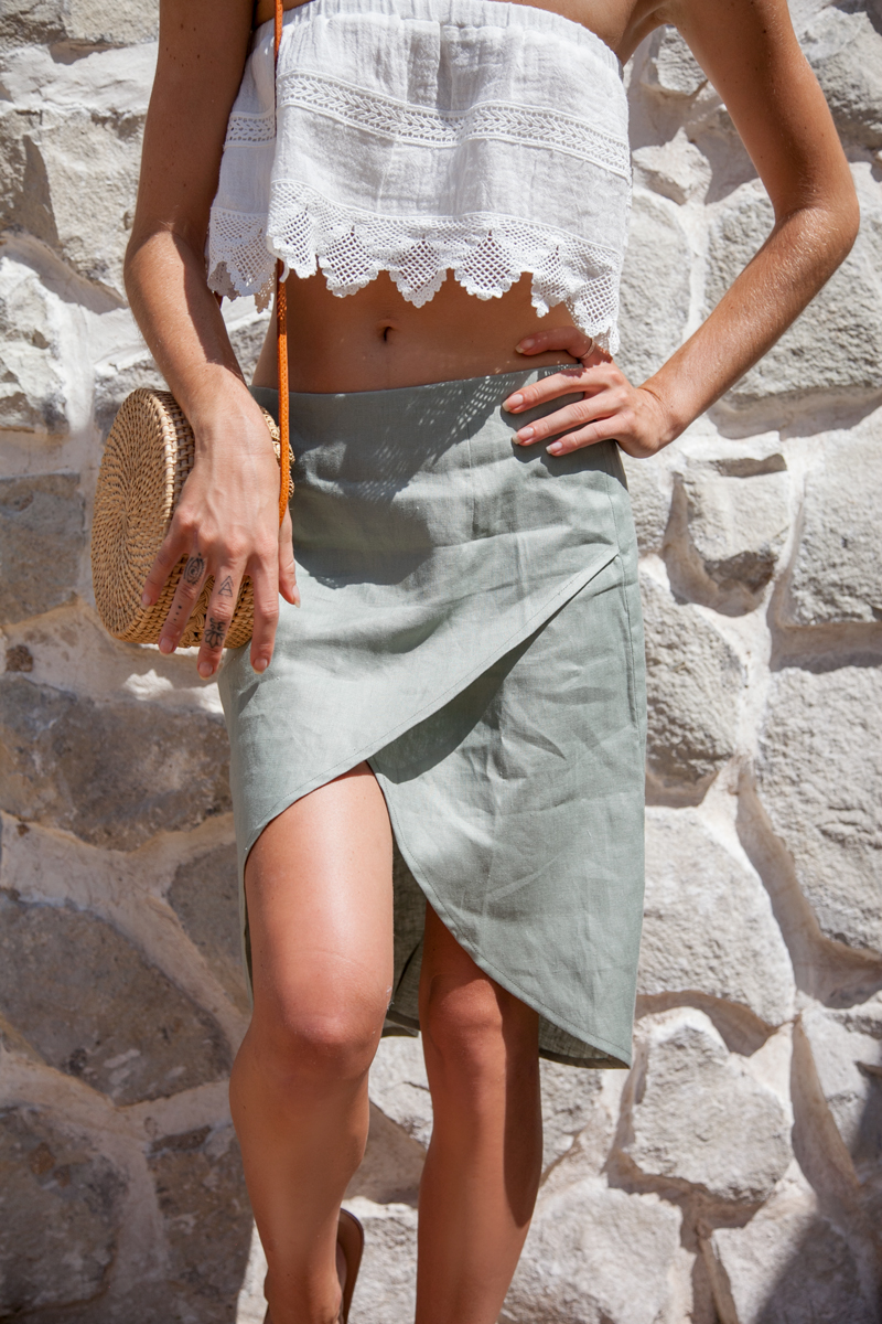 linen clothing to wear in Italy on your summer vacation- positano outfit inspo- italy outfits summer